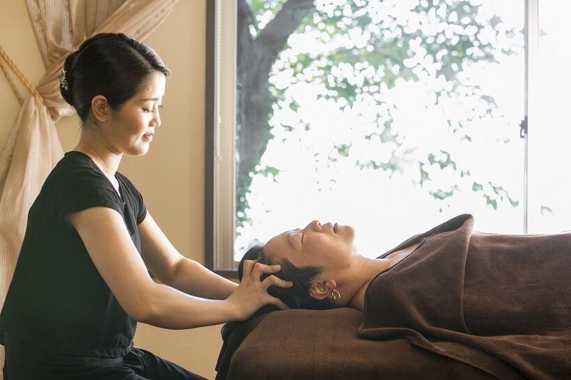 エステは伊豆大島特産の椿オイルを使ったヘッドスパが人気