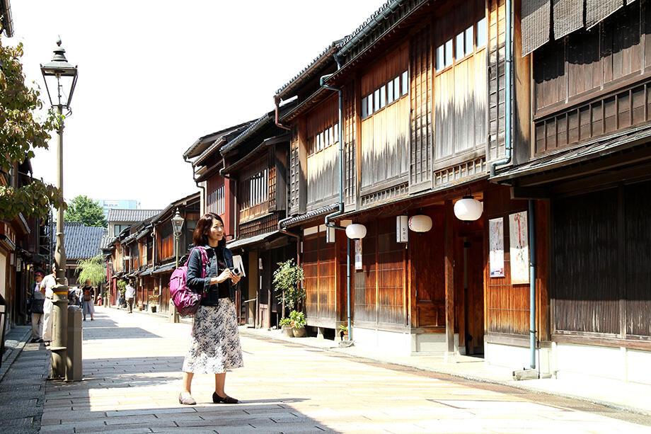 加賀百万石の街・金沢で武家や町人の伝統文化に出会う