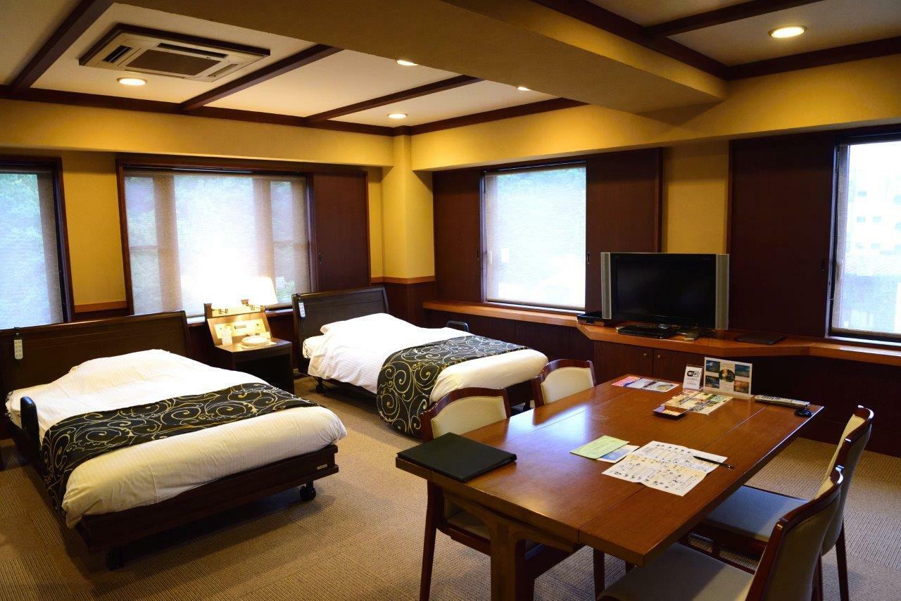 バリアフリーコーナールーム。リクライニングベッドのほか収納ベッドもあり最大4人まで利用できる