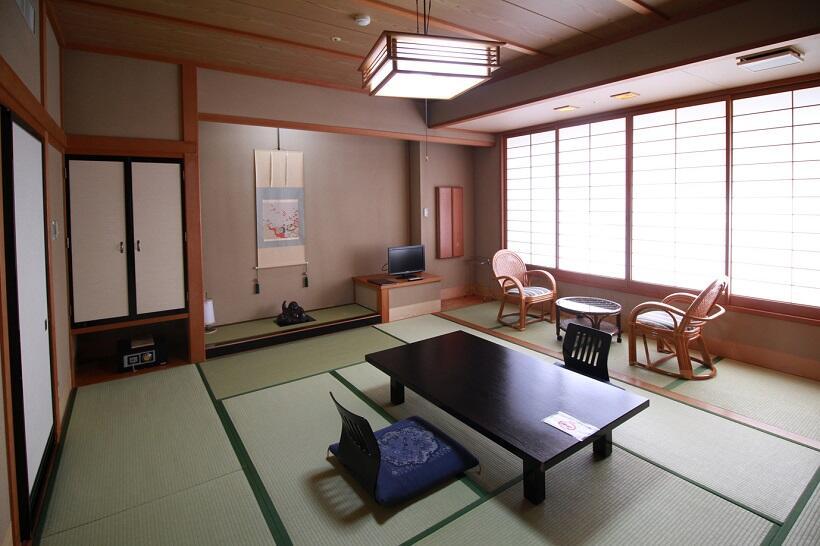 基本客室は10畳~12畳の和室