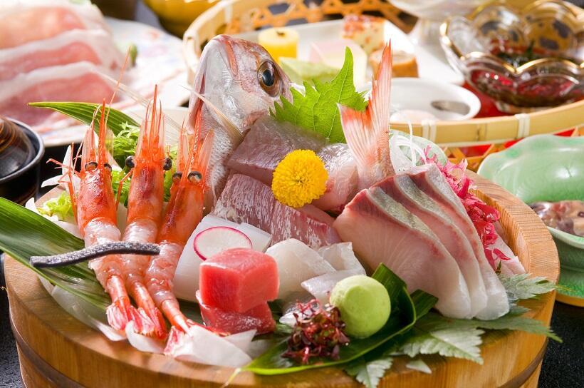 夕食は日本海の幸を中心にした料理