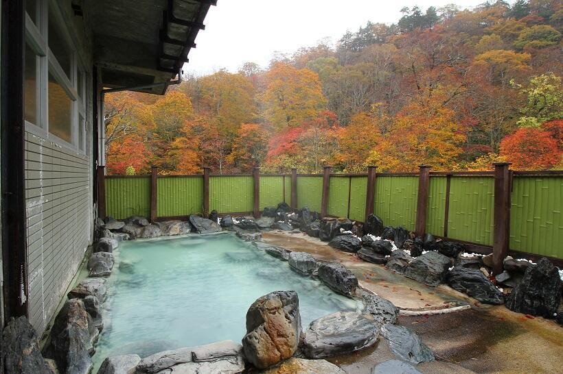 秋になると大浴場に併設の露天風呂からこんな景色を眺められる(写真/株式会社リバティー)