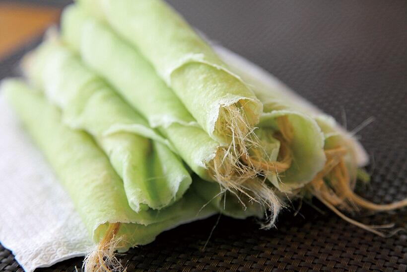 綿菓子を色鮮やかなクレープに包むロティサイマイはアユタヤの伝統菓子