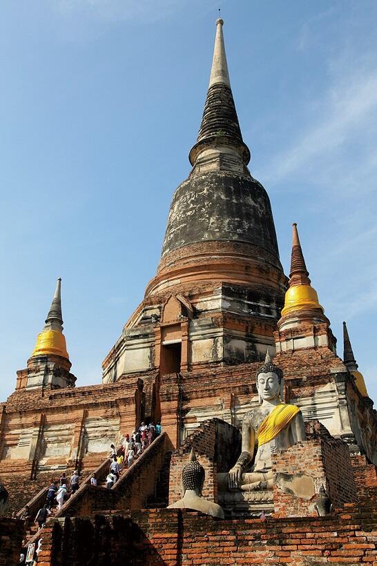 アユタヤにそびえるワット・ヤイ・チャイ・モンコンの仏塔
