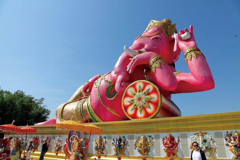 タイ。経済発展と祈りにあふれた日常 (4)若者に人気の写真映えする寺院