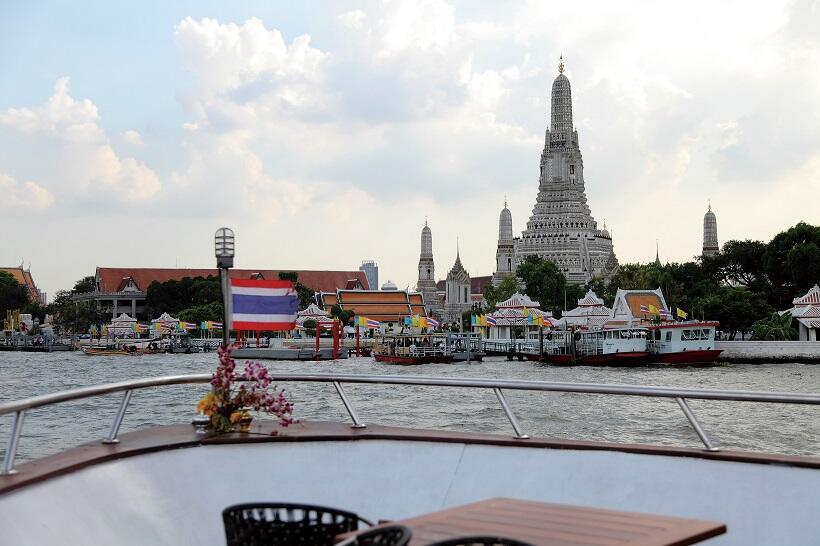 タイ。経済発展と祈りにあふれた日常 (2)圧倒的な存在感の寺院群