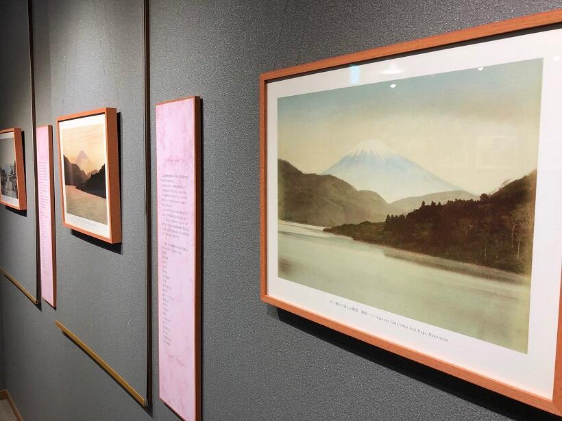 富士山の姿を湖畔から撮影した写真も展示されている(ユルドゥズ宮殿写真コレクションから)