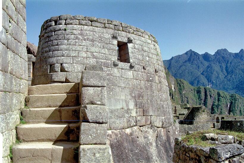 インカ帝国の太陽信仰に基づいて造られた「太陽の神殿」(マチュピチュ)