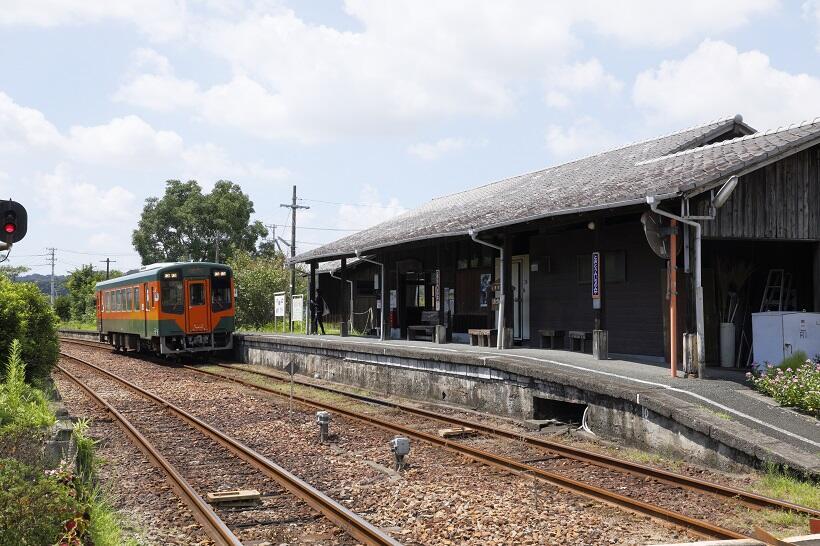 「百々や」のある遠江一宮駅は国の登録有形文化財