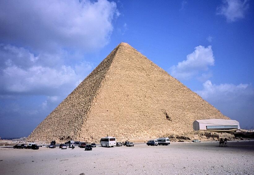 巨大なクフ王のピラミッド