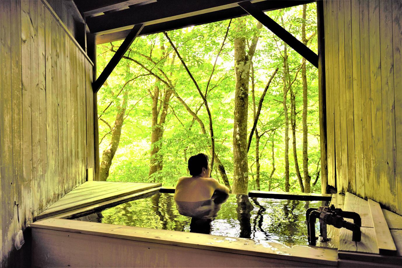 貸切露天風呂で思索にふける