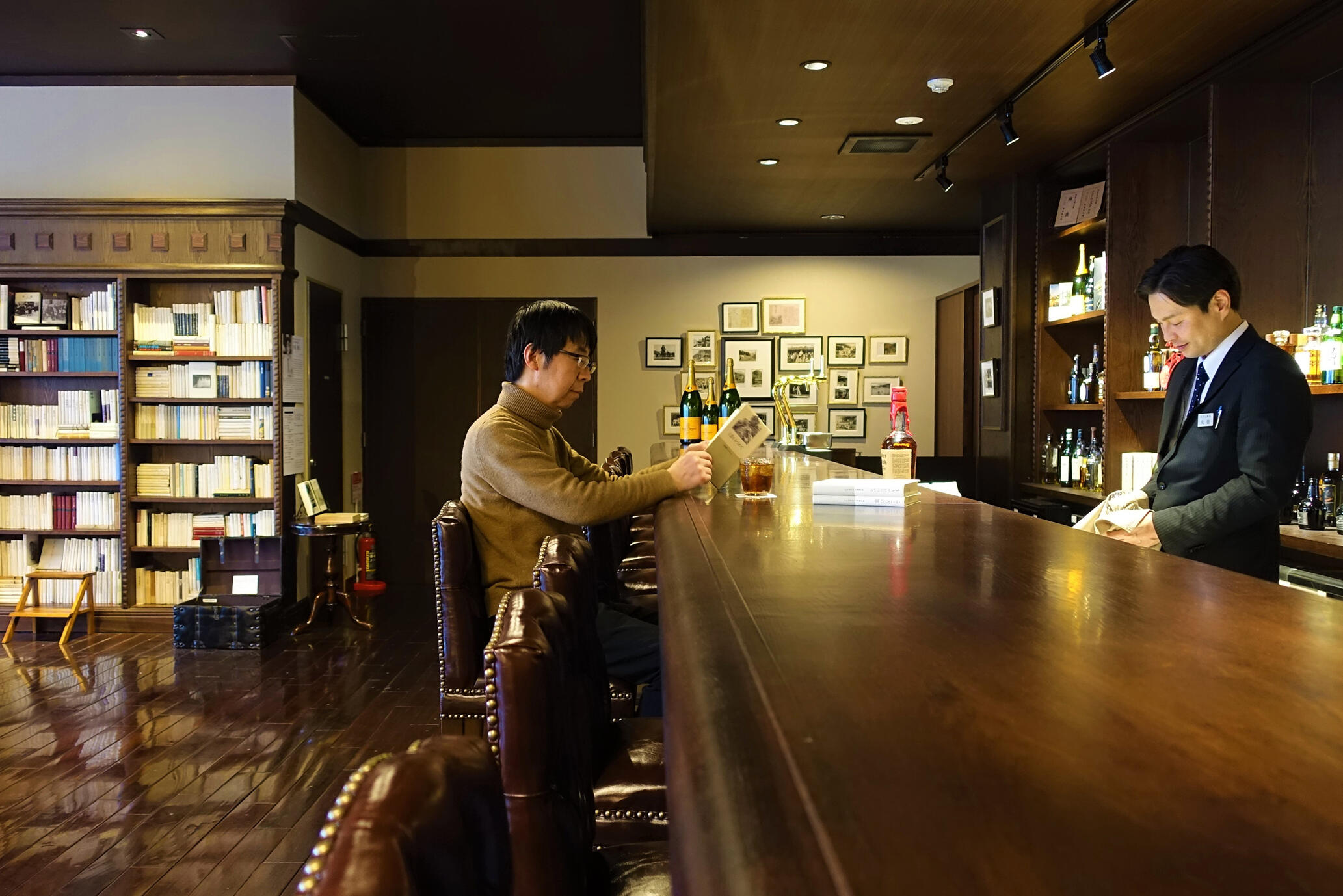 「みすずラウンジ&バー」は、みすず書房の創業者、小尾俊人が茅野市出身であることにちなみ命名