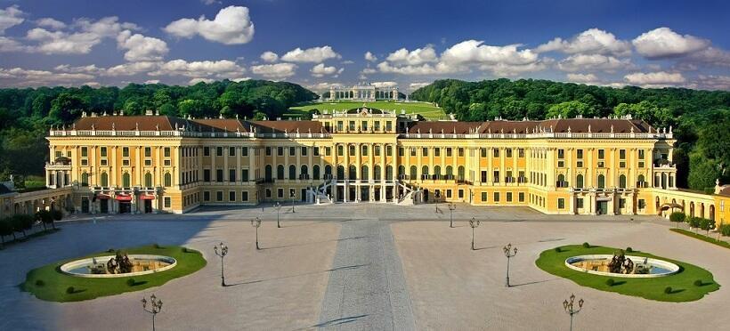 シェーンブルン宮殿 ©ANTO/ Julius Silver