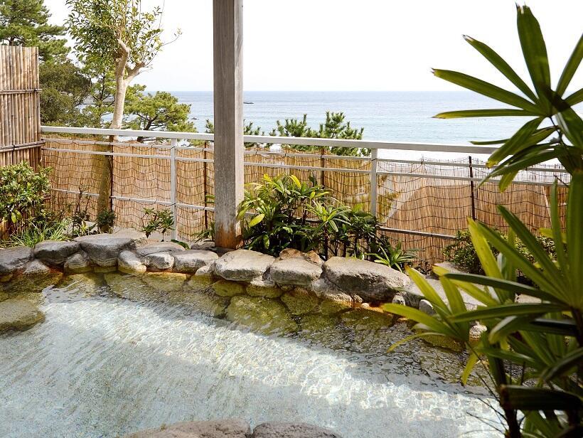 大海原を見渡す女性用露天風呂