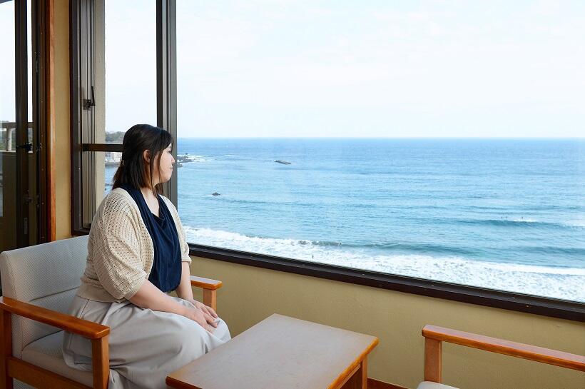 河津桜と海の絶景を楽しみ17畳もある客室でひとり泊