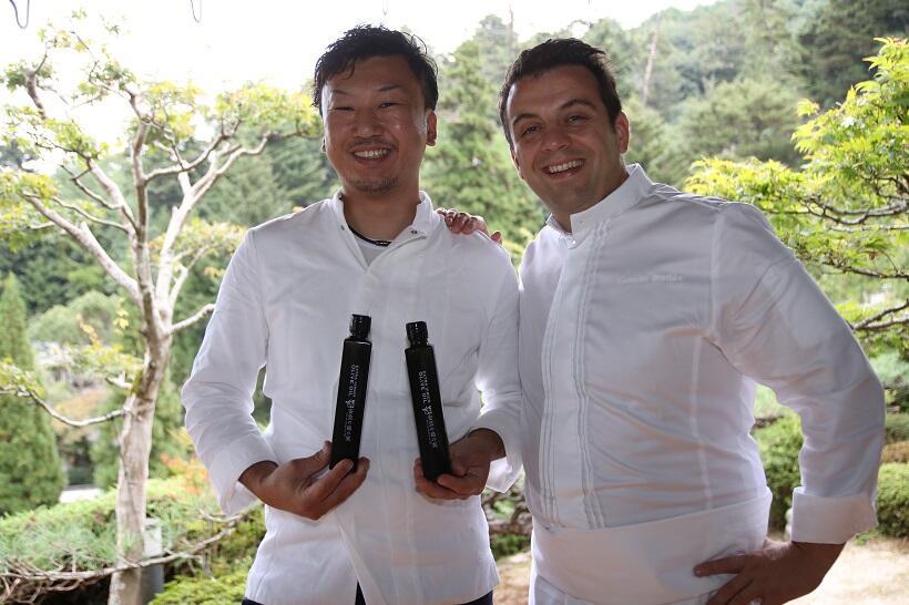 ゴチエさん(右)と弟子の小竹さん
