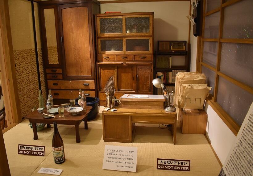 「豊島区トキワ荘通りお休み処」の2階に復元されている、かつての住人の一人・寺田ヒロオの部屋