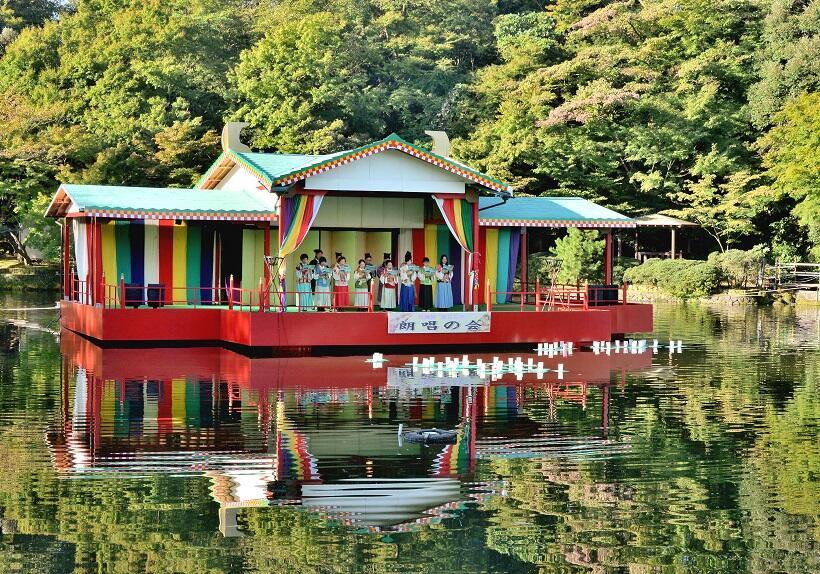 「令和元年」万葉ゆかりの地を彩った朗唱、ラッピング電車、火文字の祭典(1)
