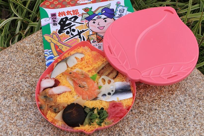 器は土産に持ち帰って小物入れにもなる「桃太郎の祭ずし」