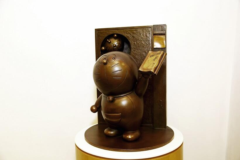 高岡銅器の「ドラえもん」©藤子プロ
