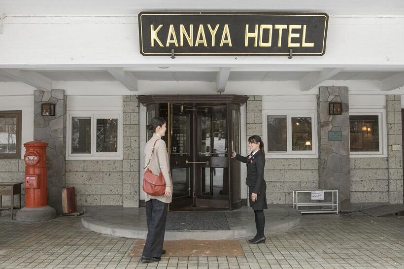 日光金谷ホテル玄関