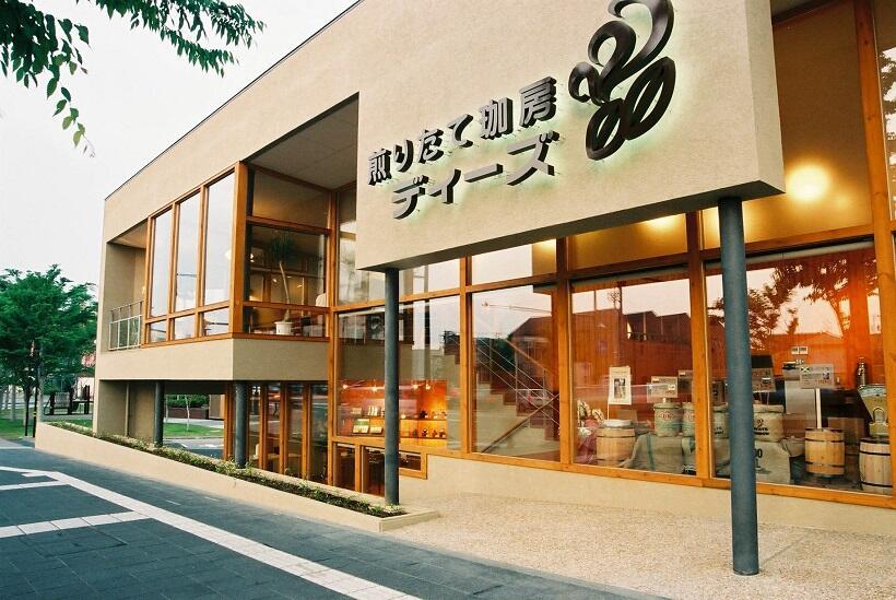 金沢市中央通町にある直営店「煎(い)りたて珈房 ディーズ」(TEL076・222・1333)
