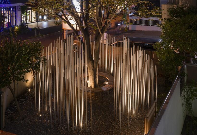 東京・神楽坂のギャラリー前庭の「形のない図書館」で、聖地エルサレムの景色や音を体感する旅へ