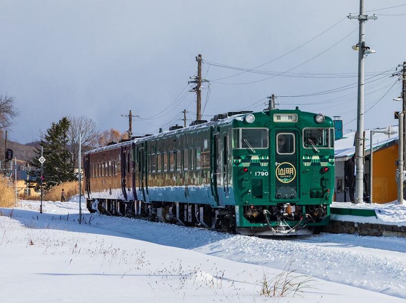 石狩月形駅に停車中の山紫水明号。団体利用で運行された(2019年11月17日撮影)