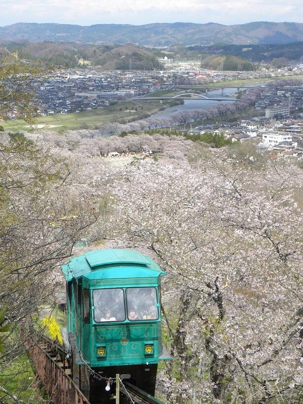 船岡城址公園に登るのはスロープカーが便利