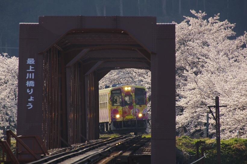 東北桜巡礼(4)日本最古の現役鉄道橋から烏帽子山公園へ
