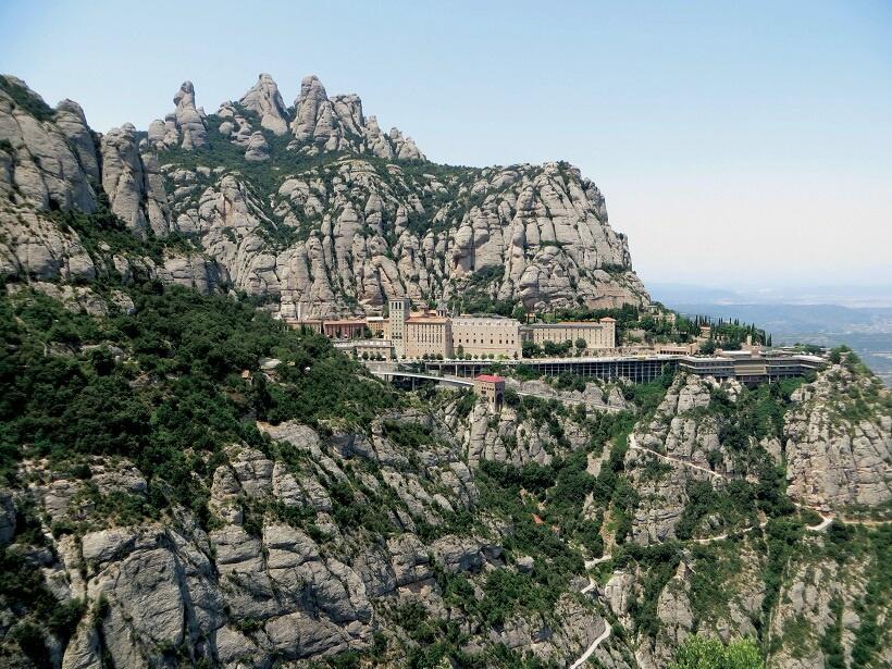 ガウディへの旅(1)バルセロナから鉄道で聖地モンセラートへ