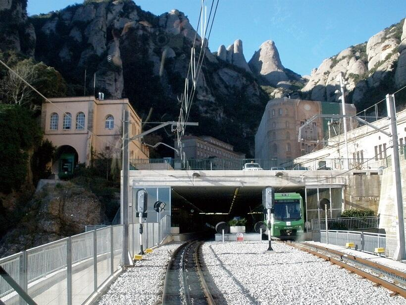 修道院近くまでは登山電車で登ることができる(写真/スペイン政府観光局)