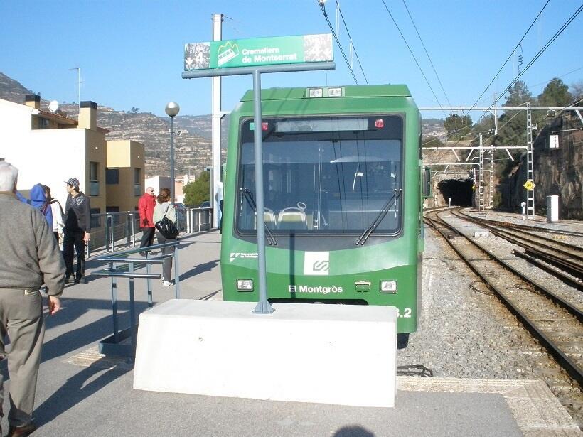 モニストロル・デ・モンセラート駅で乗り継ぐことができる登山電車(写真/スペイン政府観光局)