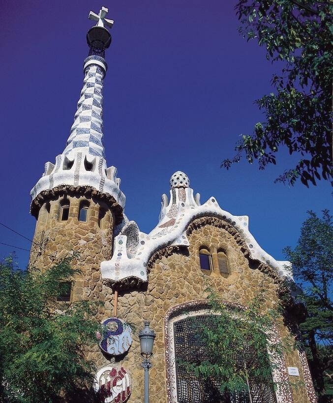 グエル公園の「入り口」にある「管理人の家」(写真/スペイン政府観光局)