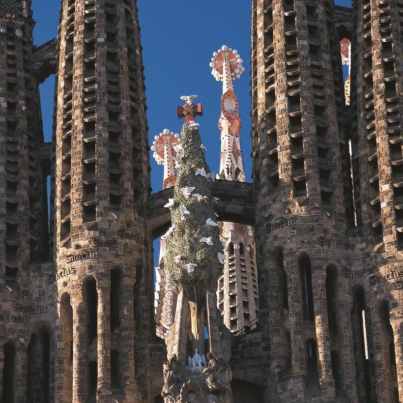 「ネギ坊主」のようにも見える尖塔の先端(写真/スペイン政府観光局)