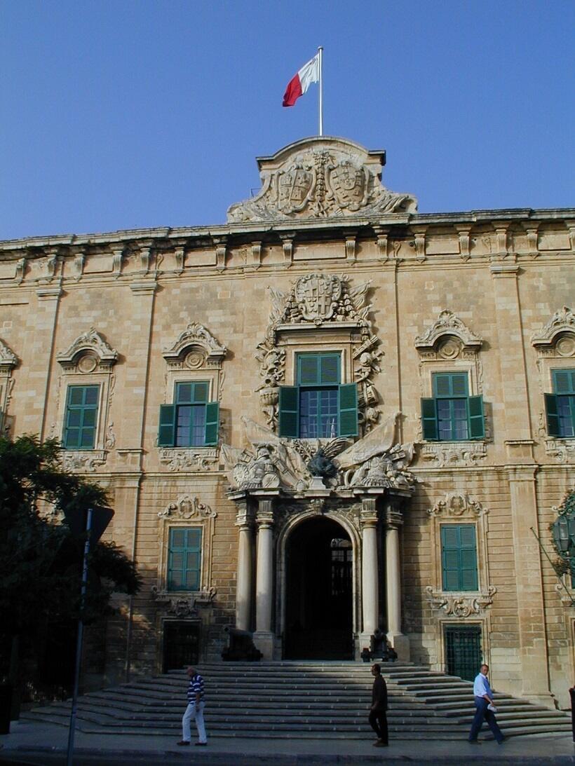 首相府はかつて「カスティーリャ」出身者の騎士館だったという