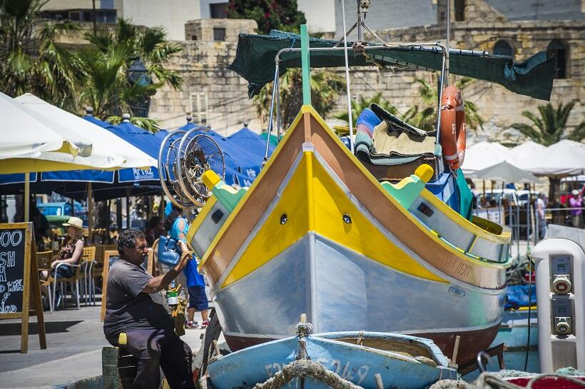 地中海の島国マルタへの旅(2)カラフルな漁船、名物タコ料理