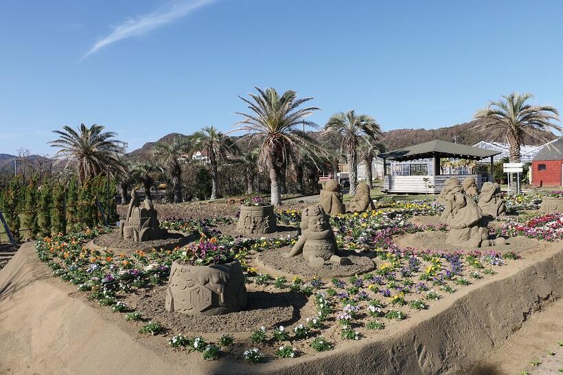 台風被災した砂像修復公開  館山ファミリーパーク