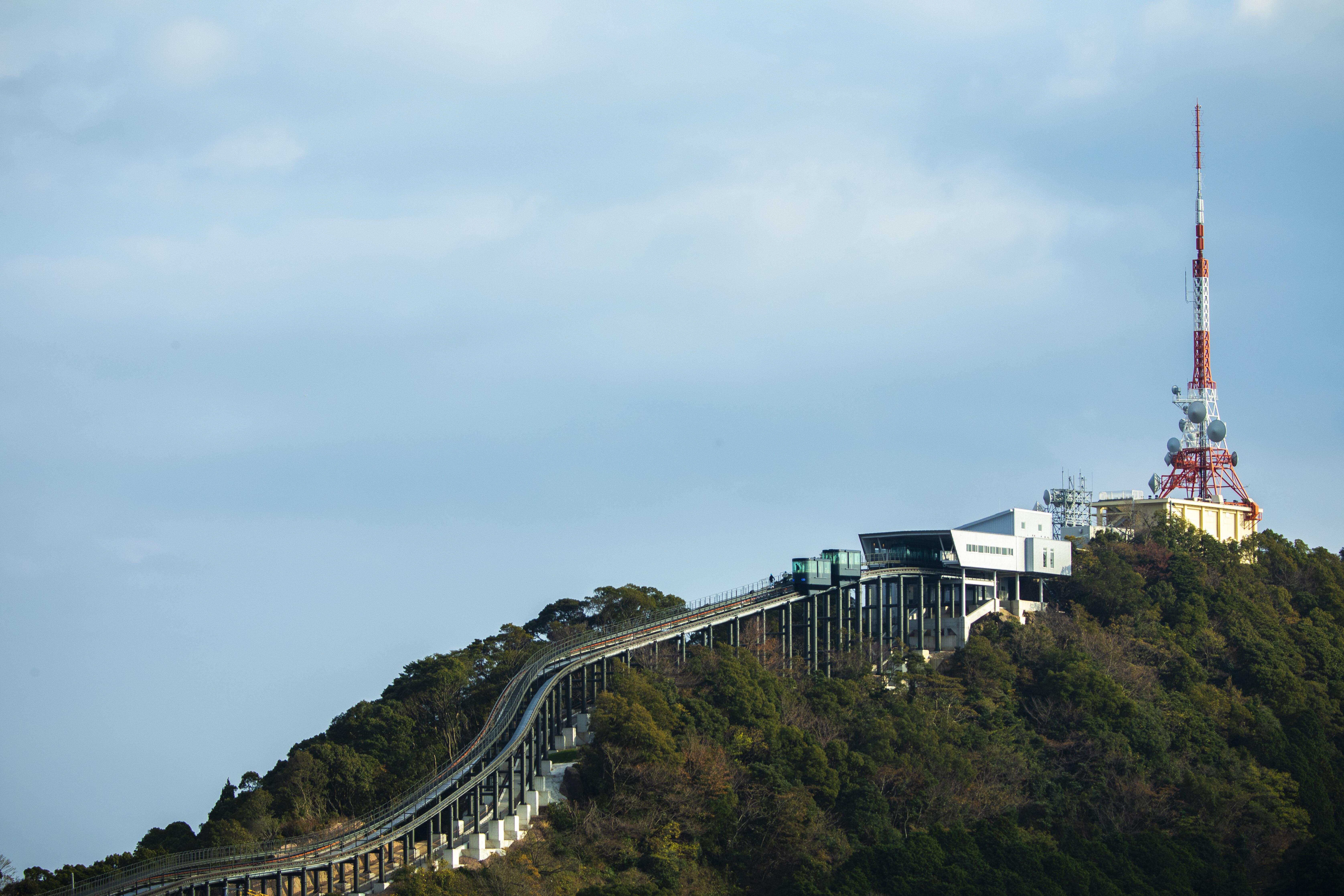 稲佐山の山頂へ続くスロープカー
