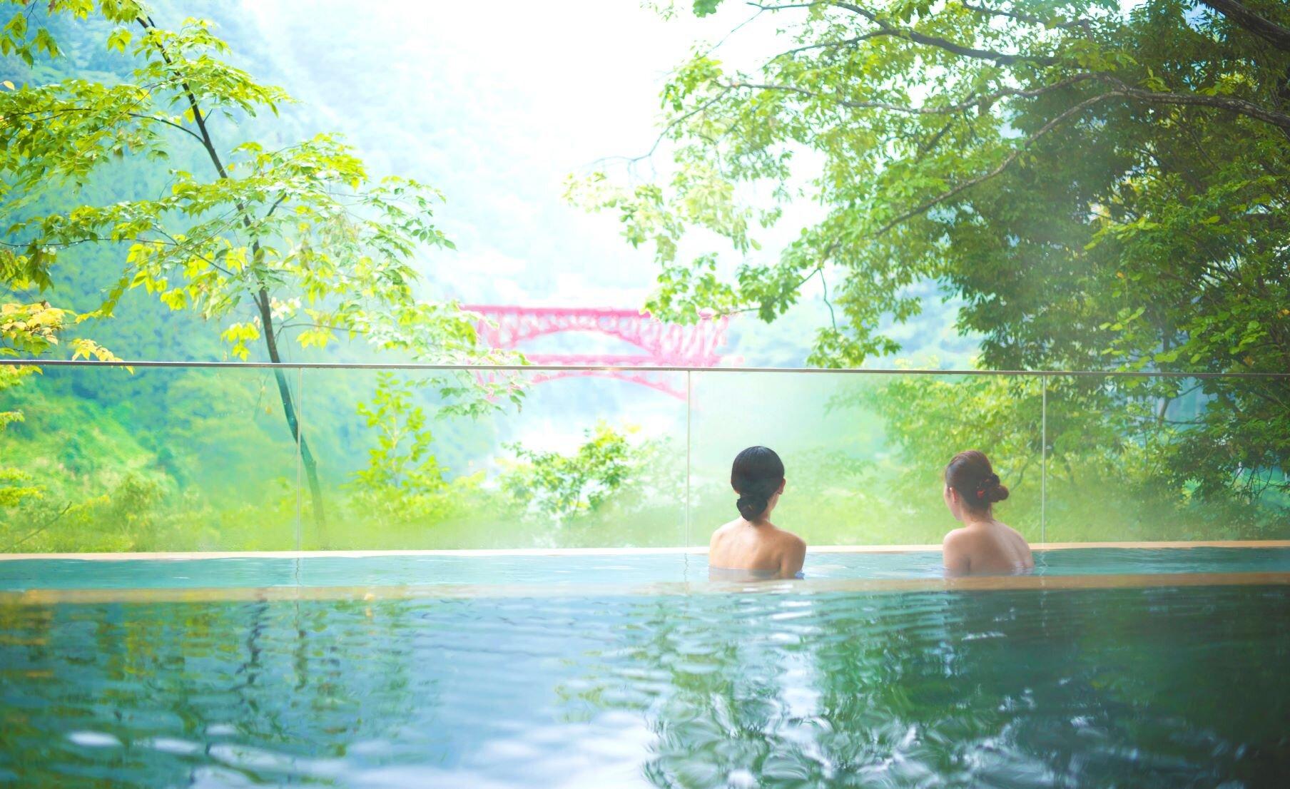 トロッコを眺める峡谷の宿でひとり泊 宇奈月温泉