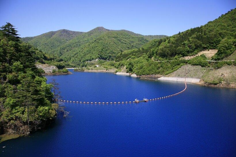 吉永小百合さん、神秘的な湖へ!