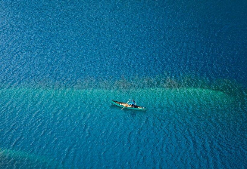 4月中旬からはカヌー体験も楽しめる奥四万湖