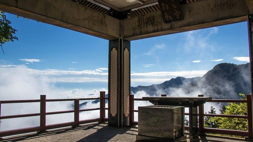 天候に恵まれれば三峯神社の遥拝殿から雲海を眺められる(写真提供/三峯神社)