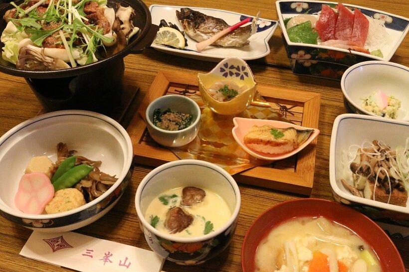 興雲閣の夕食一例