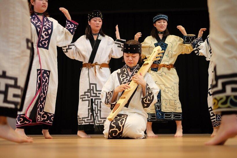 民族楽器や古式舞踊イメージ(写真提供/アイヌ民族文化財団)
