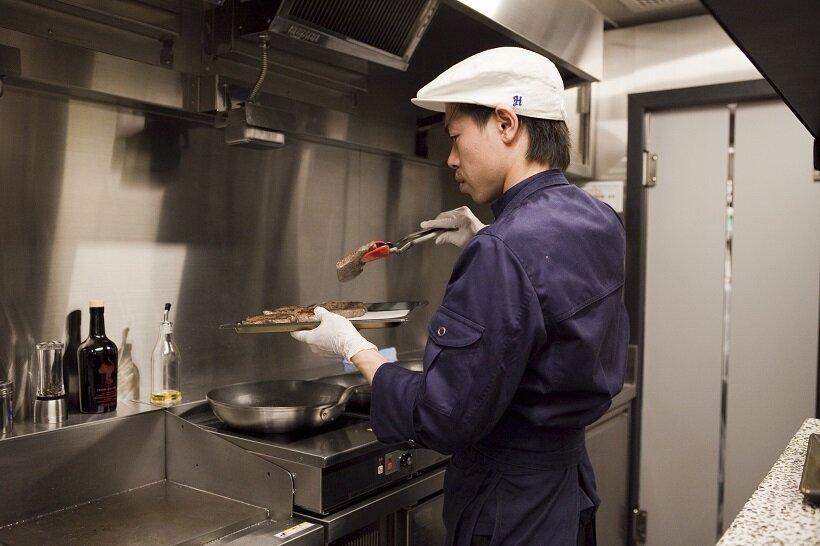 博多和牛のローストはミディアムレアの焼き加減