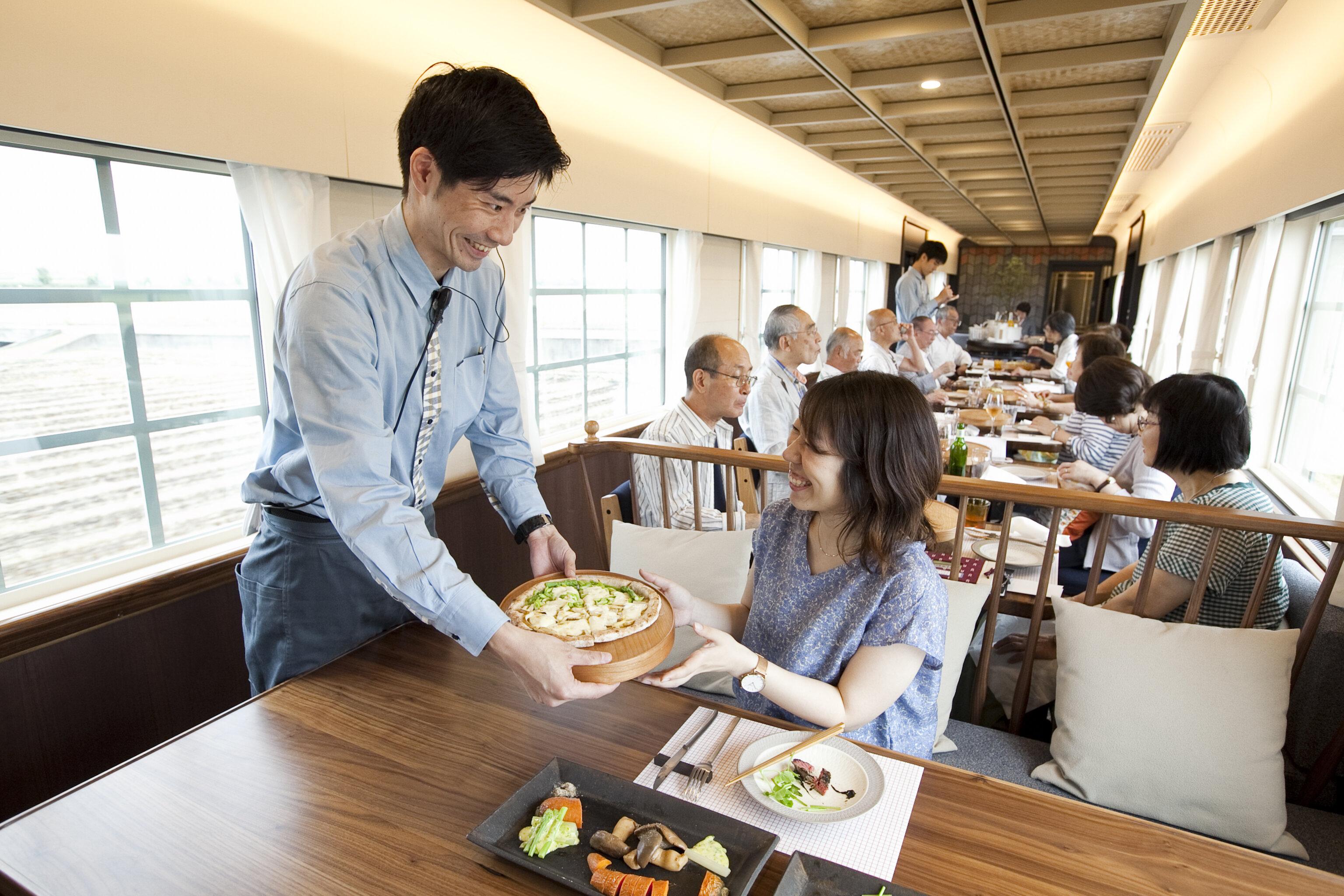 """九州で人気の""""走るレストラン""""①"""