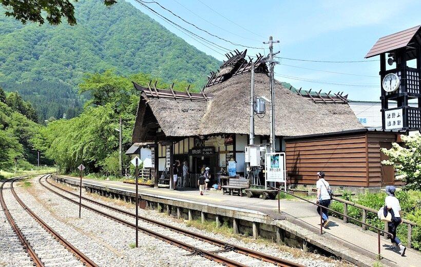 お座トロ 湯野上温泉駅