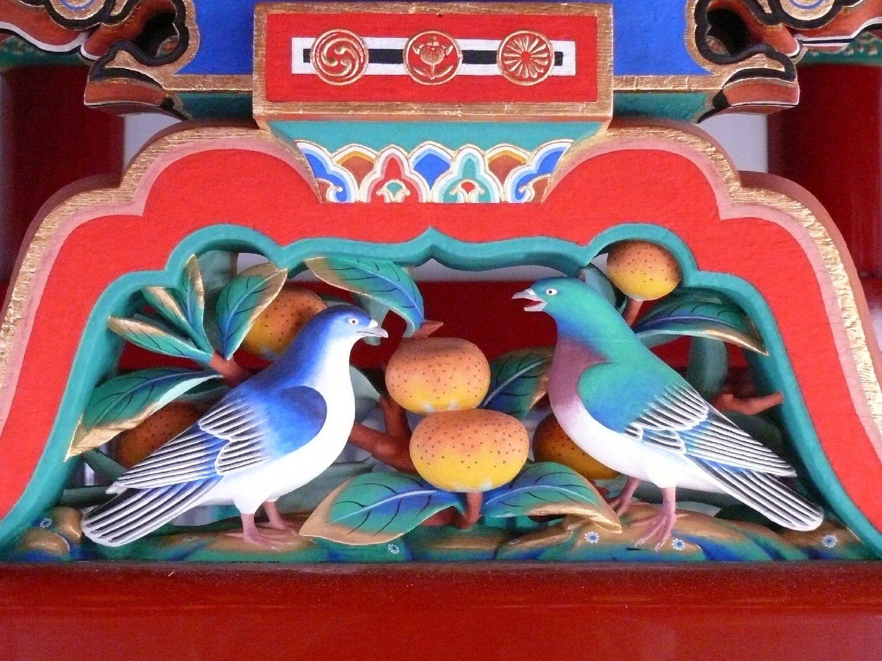 本殿蟇股彫刻「双鳩・橘」