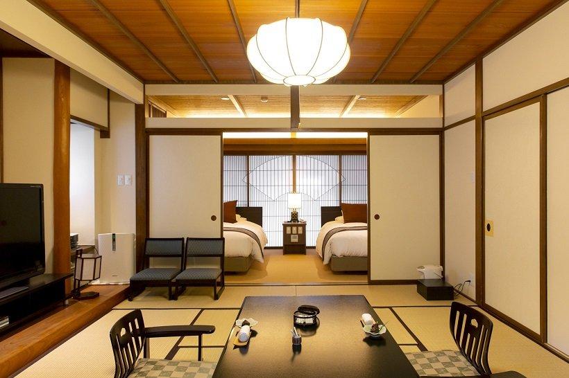 遊季亭の和室とベッドルーム。ベッドはシモンズ社製のセミダブルベッド